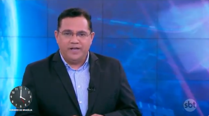 O repórter Marcelo Bittencourt foi escalado às pressas para comandar o Primeiro Impacto (Foto: Reprodução/SBT)