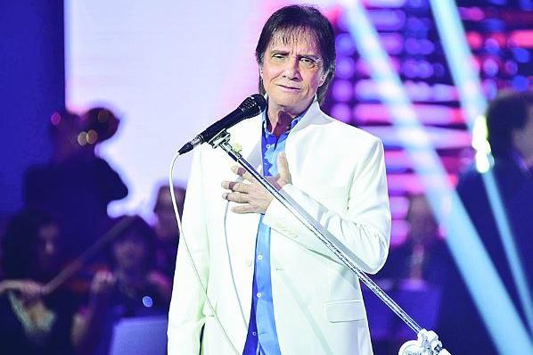 O cantor Roberto Carlos derrubou grade da Globo - Foto: Divulgação