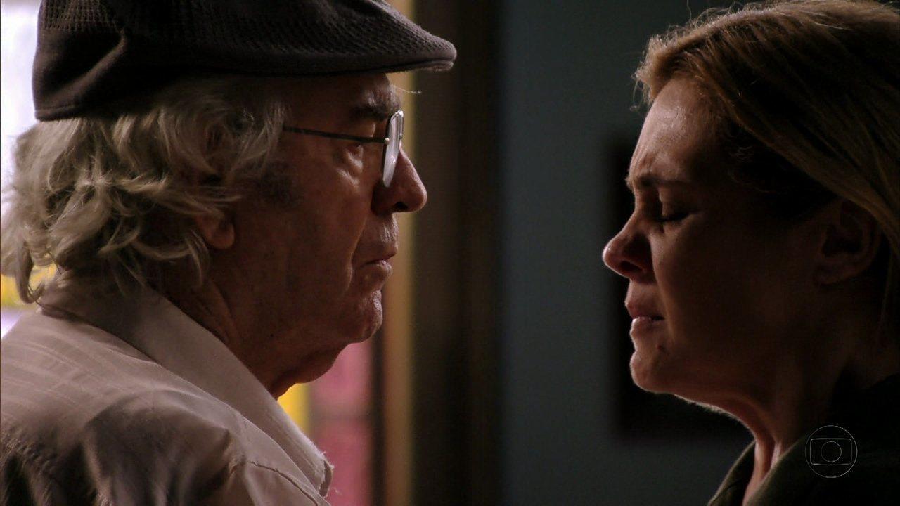 Santiago e Carminha de Avenida Brasil ficam com os rostos de frente um para o outro