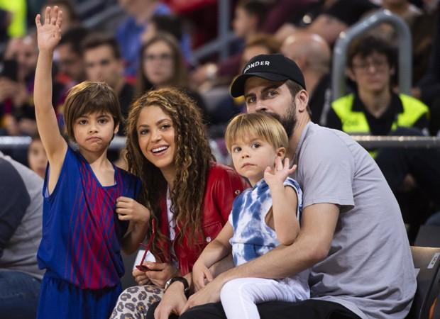 Em meio a pandemia de coronavírus, Shakira pede que as crianças possam sair de casa (Foto: Reprodução)