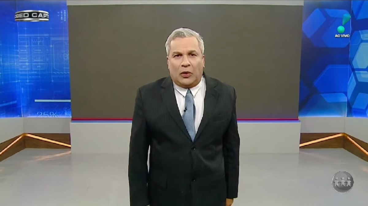 Sikêra Jr. em seu programa na RedeTV! levou um caixão (Foto: Reprodução)