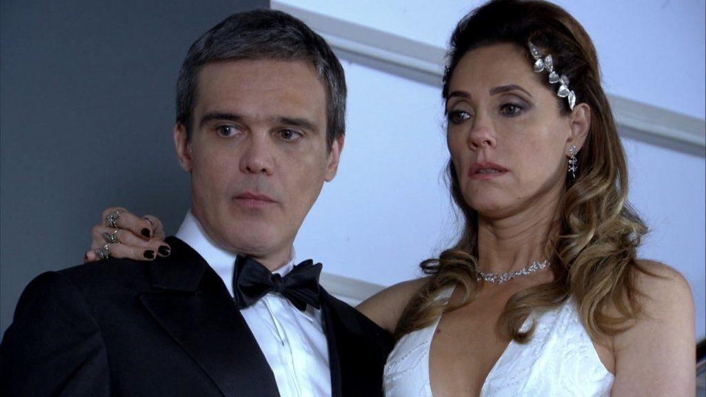 René estranha e Tereza Cristina fica em choque em cena de Fina Estampa