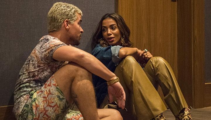 Anitta ao lado de Thiago Martins em cena de Amor de Mãe. (Foto: Divulgação)