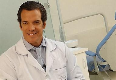 Carlos Machado como dentista (Foto: Reprodução)