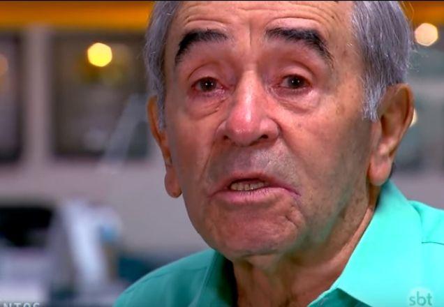 Ivo Holanda falou sobre implante realizado em seu corpo devido a machucados causados por acidentes em pegadinhas (Foto: Reprodução/SBT)