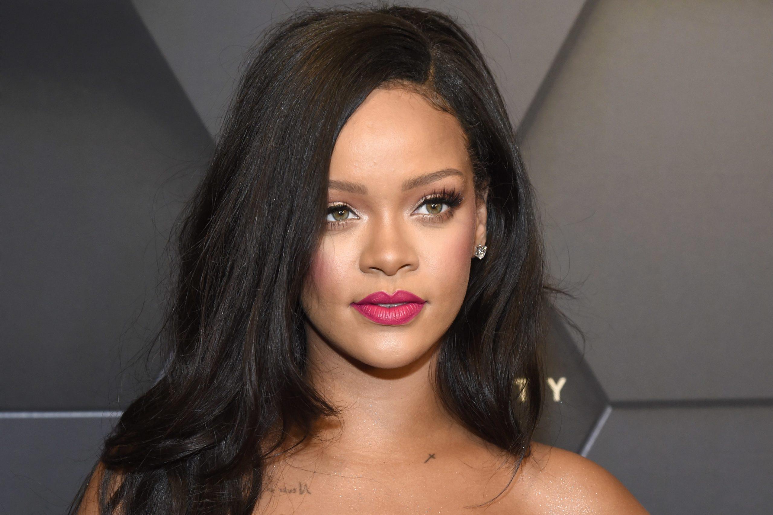 Rihanna surge sem calcinha e vídeo comprometedor viraliza (Foto: Reprodução)