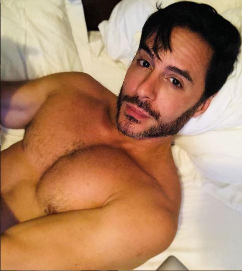 Tozzi posa sensual em foto (Foto: Reprodução)