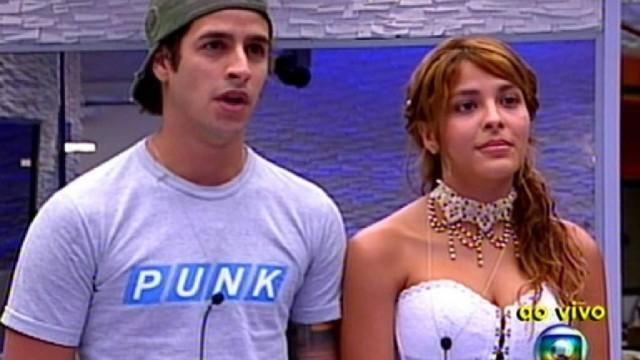 Gyselle Soares e Rafinha na final do BBB8, quando ainda era apresentado por Pedro Bial na Globo (Imagem: Reprodução)