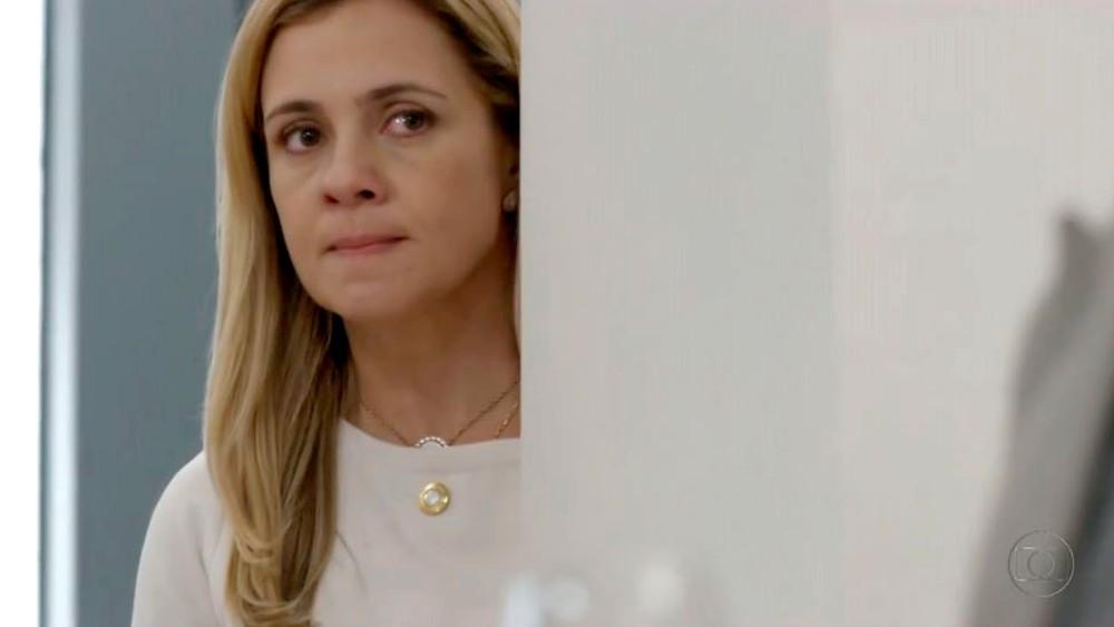 Carminha (Adriana Esteves) tinha motivos de sobra para matar Max (Marcello Novaes) — (Foto: Globo)