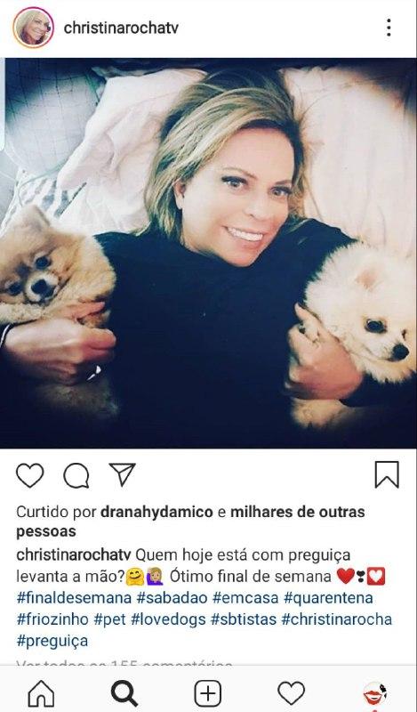 Christina Rocha surgiu com seus dois amores na cama (Foto: Reprodução)