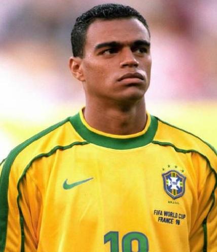 O craque em um dos jogos da seleção brasileira (Foto: reprodução)