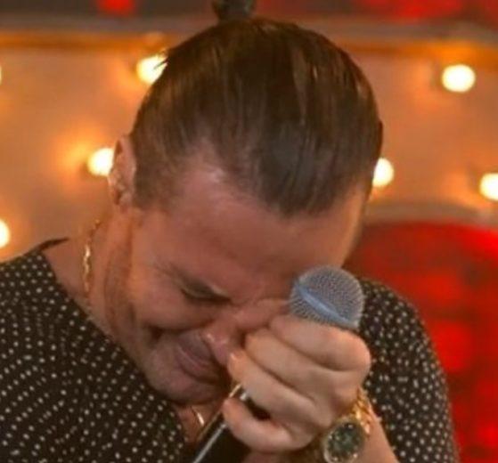 Eduardo Costa caiu no choro durante live - Foto: Reprodução