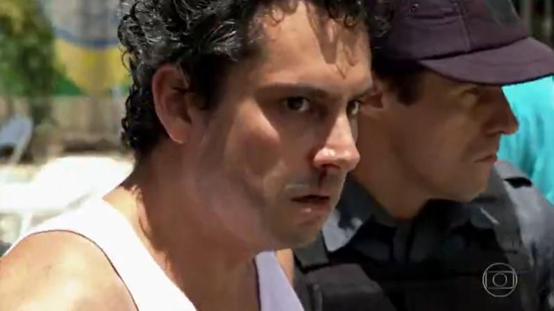 Alexandre Nero (Baltazar) em cena de Fina Estampa; cena de espancamento foi cortada (Foto: Reprodução/Globo)