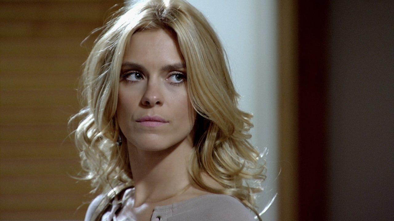 Teodora irritada em cena de Fina Estampa
