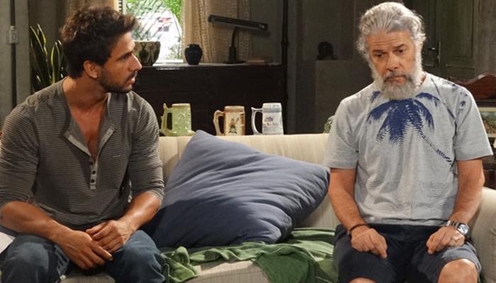Enzo (Júlio Rocha) e Pereirinha (José Mayer) em Fina Estampa (Foto: Divulgação/Globo)