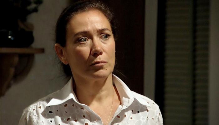 Griselda (Lilia Cabral) dará flagra na rival com o ex-marido em Fina Estampa (Foto: Reprodução/Globo)
