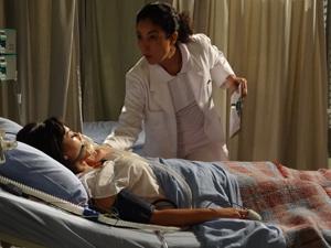 Marcela (Suzana Pires) morre sufocada em Fina Estampa (Foto: Divulgação/Globo)