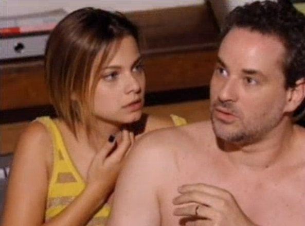 Vanessa e Paulo são acordados no susto em Fina Estampa