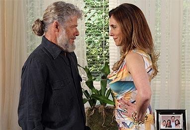 Em Fina Estampa, Pereirinha se une a Tereza Cristina para destruir Griselda (Imagem: Globo)