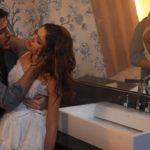 Rafael (Marco Pigossi) salva Amália (Sophie Charlotte) de incêndio em Fina Estampa (Foto: Divulgação/Globo)