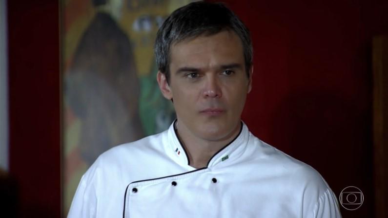 Dalton Vigh (René) em cena da novela Fina Estampa, reprisada na faixa das nove da Globo (Foto: Reprodução/Globo)