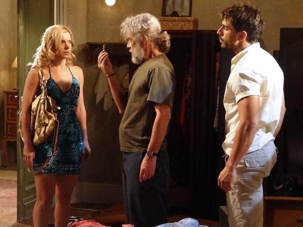 Em Fina Estampa, Teodora passará a perna em Pereirinha e Enzo e consequirá achar o tesouro (Montagem: TV Foco)