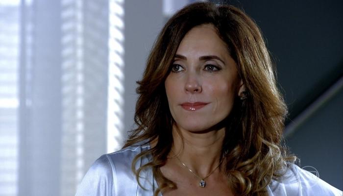Tereza Cristina (Christiane Torloni) vai apavorar a filha com bizarrice após descobrir gravidez em Fina Estampa (Foto: Reprodução/Globo)