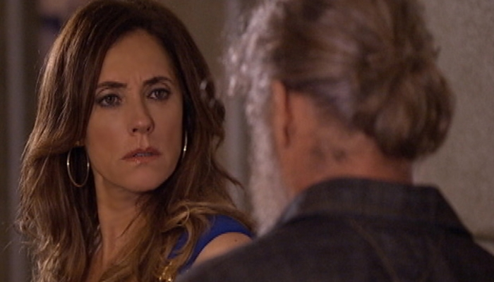 Tereza Cristina (Christiane Torloni) é surpreendida por Pereirinha (José Mayer) em Fina Estampa (Foto: Divulgação/Globo)