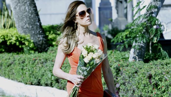 Tereza Cristina (Christiane Torloni) ficará apavorada ao ver irmã gêmea de Marcela (Suzana Pires) em Fina Estampa (Foto: Divulgação/Globo)