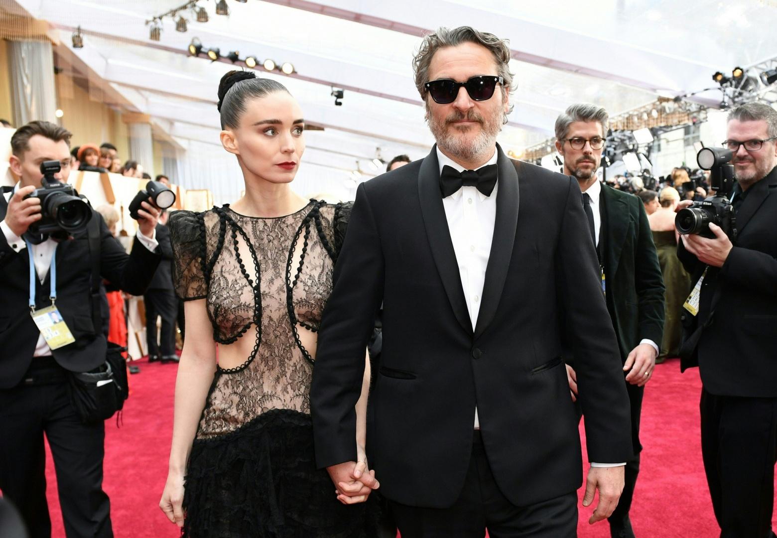 Joaquin Phoenix e Rooney Mara esperam o primeiro filho (Foto: Reprodução)