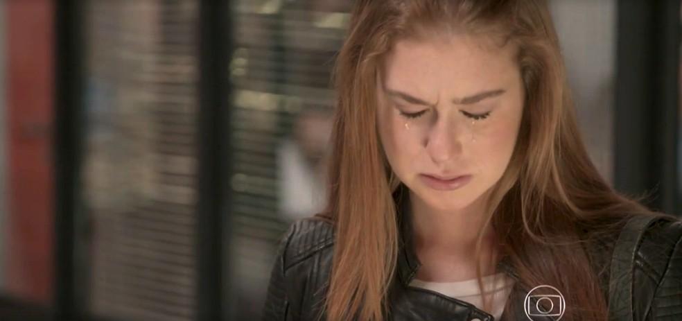 Eliza chora ao levar fora em Totalmente Demais