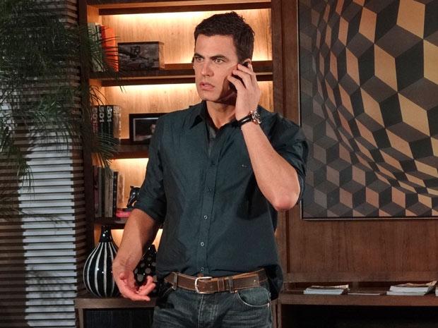 Juan receberá uma ligação da ex e ficará indignado na novela Fina Estampa