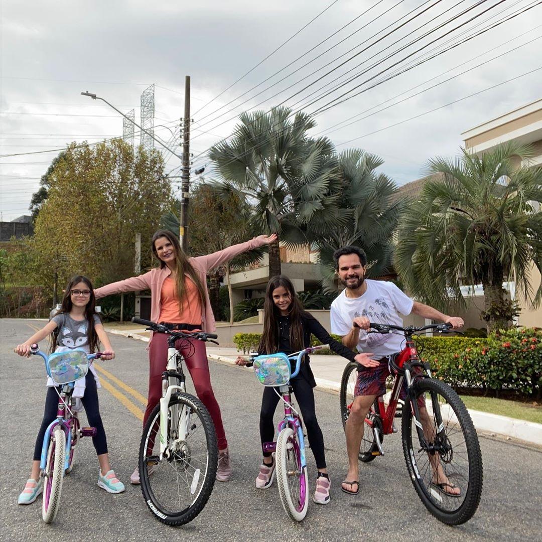 Luciano Camargo e sua família (Foto: reprodução/Instagram)