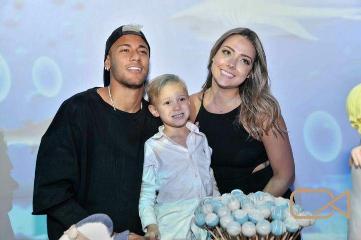 Neymar e a ex-namorada, mãe de seu filho, Carol Dantas - Foto: Reprodução