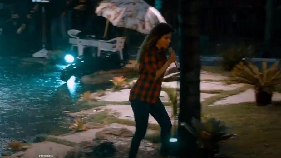 Live de Paula Fernandes foi interrompida pela chuva (Reprodução)