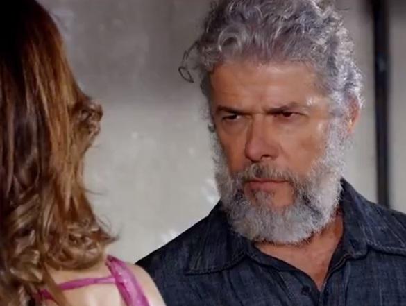 Pereirinha deseja a inimiga de sua ex-mulher na trama de Fina Estampa
