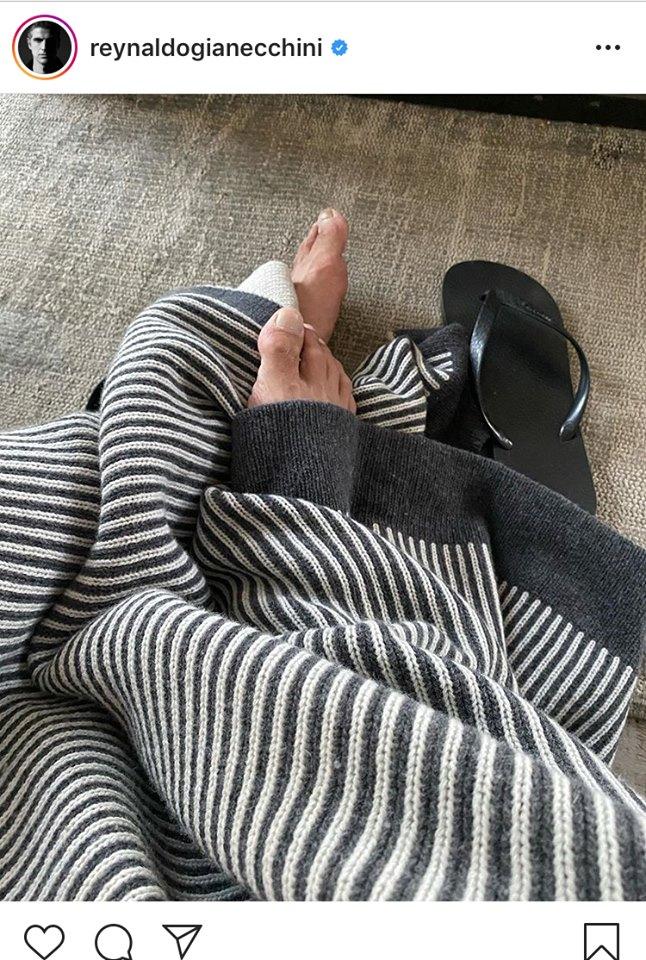 Reynaldo Gianecchini exibe os pés na rede social (Instagram)