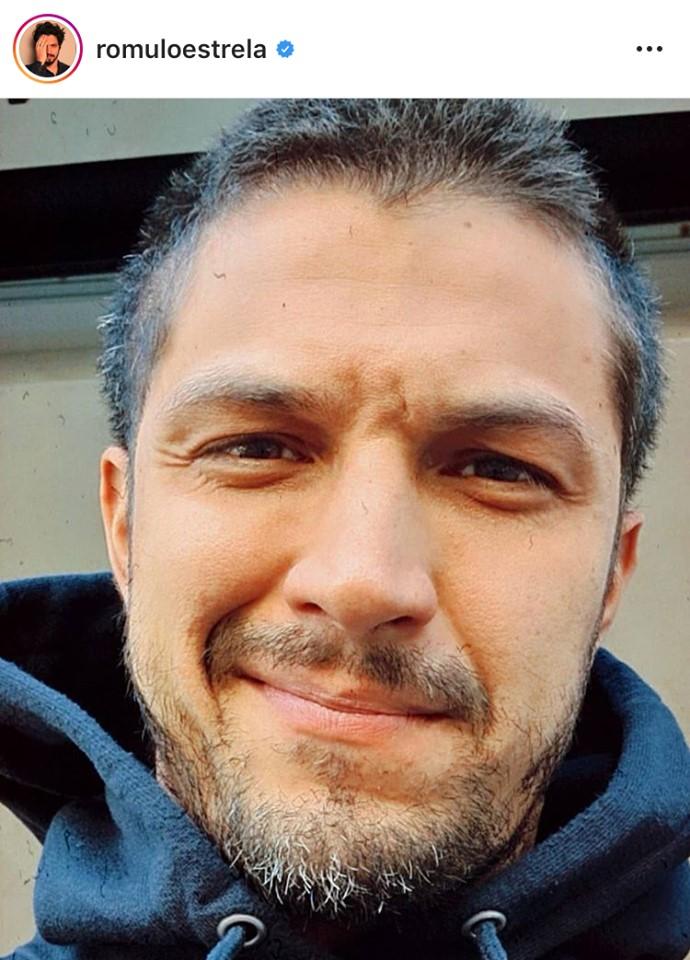 Romulo Estrela, galã da Globo, surge totalmente grisalho e pega fãs de surpresa (Imagem: Instagram)