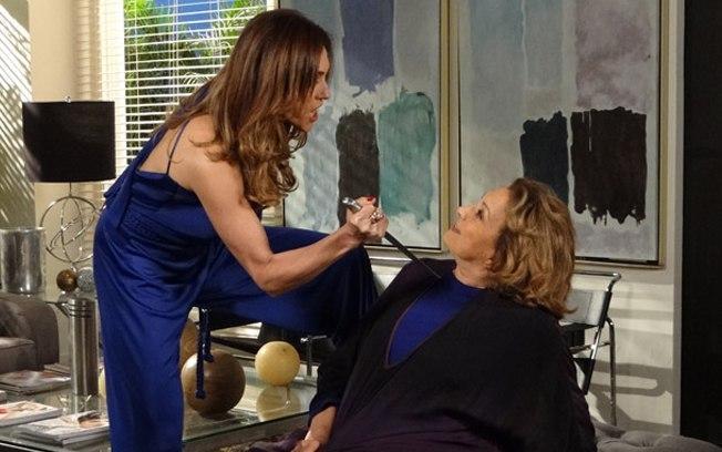 Tereza Cristina tem segredo nas mãos de Iris em Fina Estampa - Foto: Reprodução
