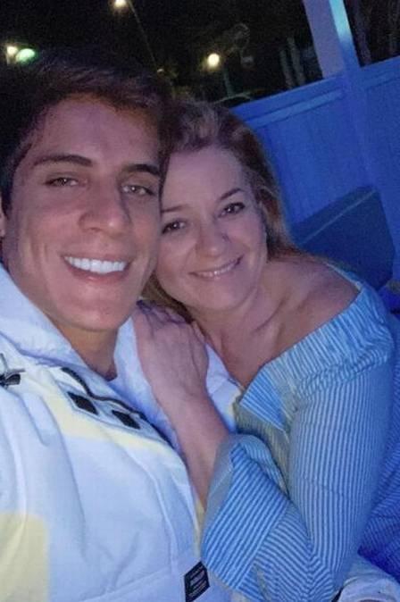 Tiago Ramos, de 23 anos, namorou Rita, de 44 (Foto: reprodução)