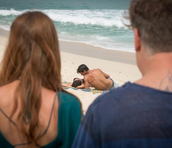Totalmente Demais, Eliza flagra Jonatas com Leila (Imagem: Globo)