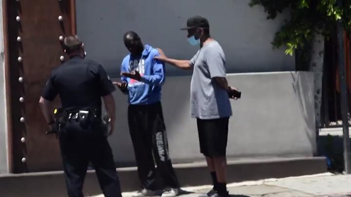 Denzel Washington ajudou homem que estava desorientado. (Foto: Reprodução/TMZ)