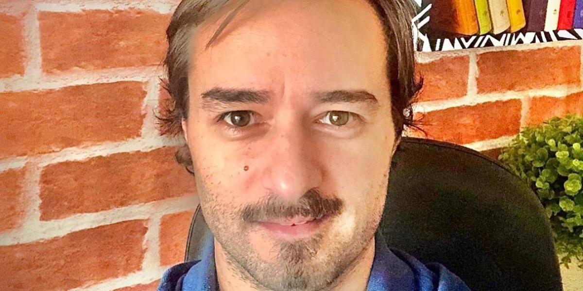 Alessandro Lo-Bianco é repórter do programa A Tarde é Sua (Foto: Reprodução/Instagram)