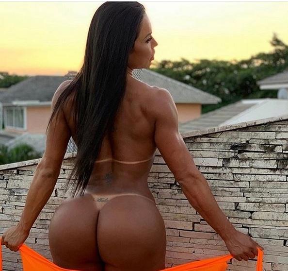 Gracyanne Barbosa completamente nua exibindo o seu bumbum (Foto: Reprodução)