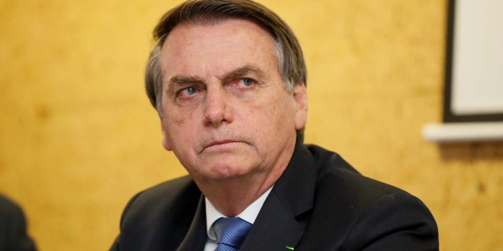 Jair Bolsonaro apareceu como Carminha em montagem. (Foto: Divulgação)