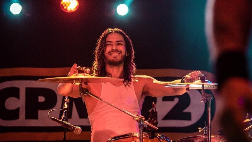 Japinha, baterista da banda CPM 22, entra em polêmica após ter conversa íntima com garota vazada (Foto: Reprodução)