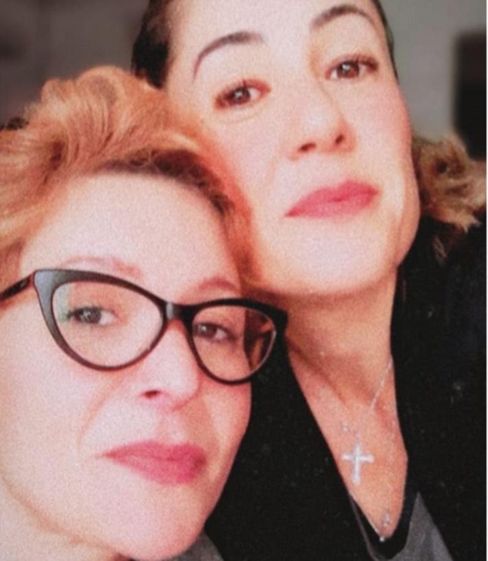 Patrícia Marx ao lado da namorada Renata (Foto: Reprodução)