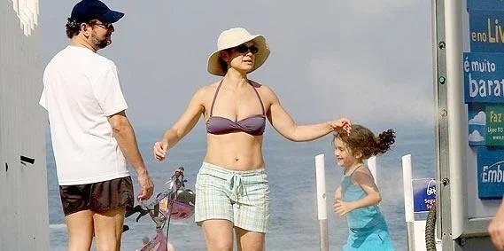 Sandra Annenberg na praia (Foto: Reprodução)