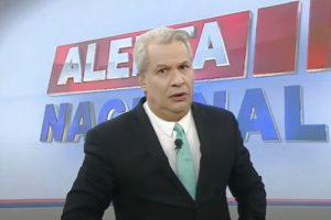 Sikêra Jr à frente do Alerta Nacional na RedeTV! (Foto: Reprodução)