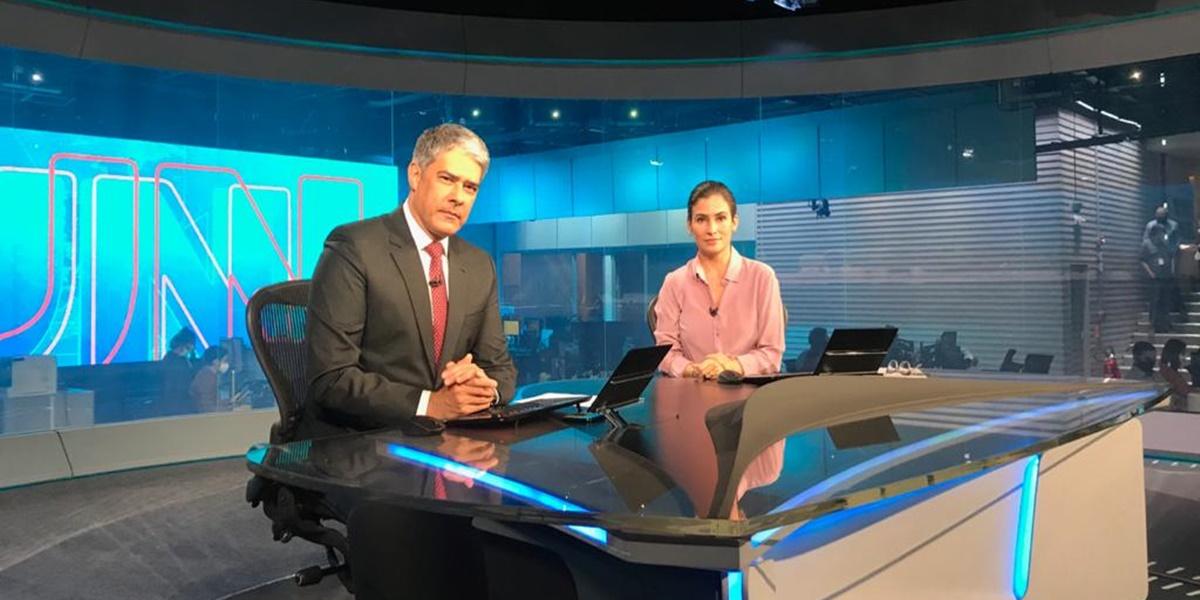 William Bonner e Renata Vasconcellos na bancada do Jornal Nacional (Foto: Divulgação / TV Globo)